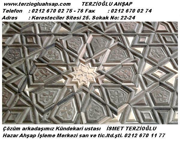 KÜNDEKÂR Künde sanaatını yapan kişiye verilen ad. KÜNDE Anadolu'da Selçuklu döneminde gelişmiş, kendine özgü bir şekil almıştır. Selçuklu, dönemi ağaç eserleri daha çok mihrap, cami kapısı, dolap kapakları gibi mimari elamanlar olup gerçekten çok üstün işçilik göstermektedir. Osmanlı dönemi ahşap işçiliğinde sadelik hakim olmuş, çeşitli teknikler daha çok cami kapısı, minber, vaaz kürsüsü, dolap kapakları, pencere kapakları ve bunlara benzer bir çok mimari ögelerde uygulanmıştır. Kündenin hazırlanış teknikleri: Yıldız (Gökyüzü yıldızları ve sonsuzluğu ifade eder), sekizgen, ongen, baklava, klasik parke ve birçok geometri desenleriyle uygulanmıştır. Hazırlanan suyu düzgün küçük ağaç parçalarının, önceleri bu iş için ağızları kordon bıçağı şekli verilmiş rendelerle (el pılanyası) ile kordon profilleri çekilmiş ağaçların, ince ve hassas bir şekilde işlenerek geçme (zıvana) tekniği ile geometrik bir bezeme oluşturacak şekilde bir çok parçanın ana kirişlere bağlanması sonucu bir araya getirilmektedir. Aralarına farklı tür ve renklerde küçük ahşap tablalar konarak bazı örneklerde oyma işçiliği, sedef, baga, fildişi kakma (ğömme) işçiliği uygulanıp, çivi ve tutkal kullanılmadan seren ve kayıtların zıvanalara geçirilip sıkıştırılmasıyla toplanır. Künde'nin en önemli özelliği değişen mevsim şartlarında ısı ve nem oranının değişmesinden etkilenerek ağacın çalışmamasını sağlamak. KULLANILAN MALZEMELER İç mekan Ceviz, şimşir, armut, kiraz, sapelli (maun) gibi ağaçlar kullanılıp, bezemelerde abanoz, tik, yılan ağacı, wenge, peleseng, sapelli (maun), altın varak, bağa (kaplumbağa dış kabuğu, deniz kaplumbağası), gümüş, fildişi, sedef, yakut ve zümrüt gibi degerli malzemeler kullanılır. Dış mekan